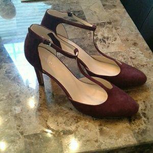 Nine West T strap seude shoes